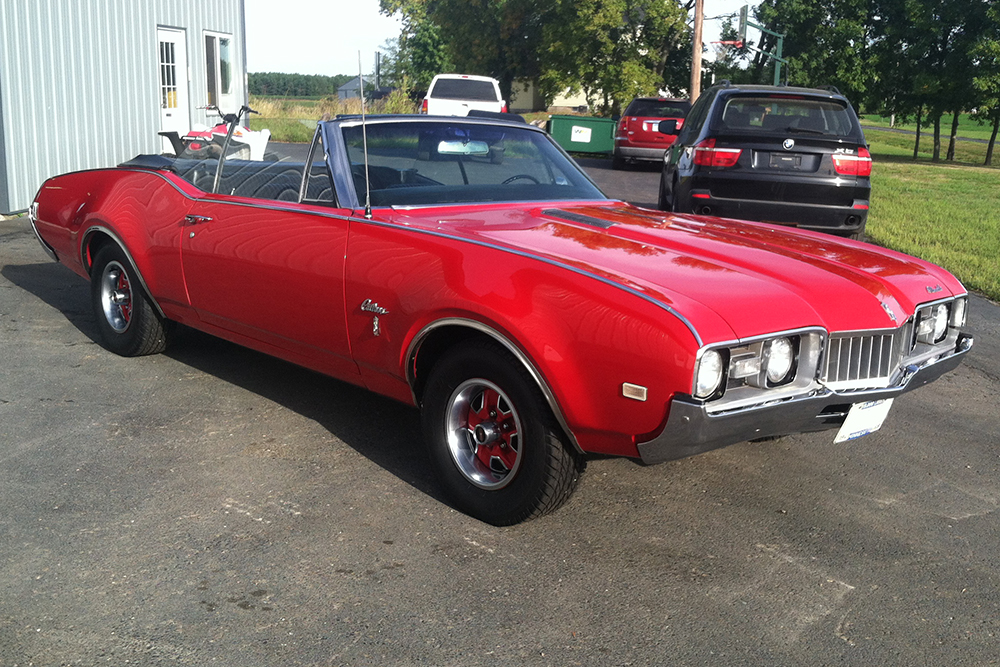 Vintage muscle car, convertible detailing